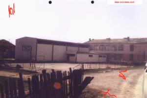 Škola u Orahovcu u kojoj su u julu 1995. bili zatvorenici (ICTY TV)