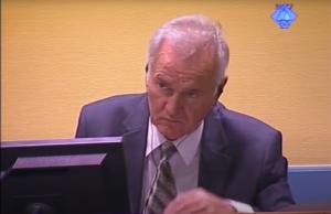 Ratko Mladić tokom iskaza svedokinje RM-115 (ICTY TV, 27.08.2012)