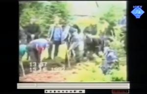 Pokop ubijenih zatvorenika u Sokolini 15.06.1992. (ICTY TV)