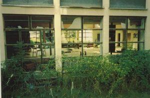 Shkolla në qytetin kroat të Dvorit ku ndodhi masakra (1995). Burimi: Prokurori danez i Shtetit.