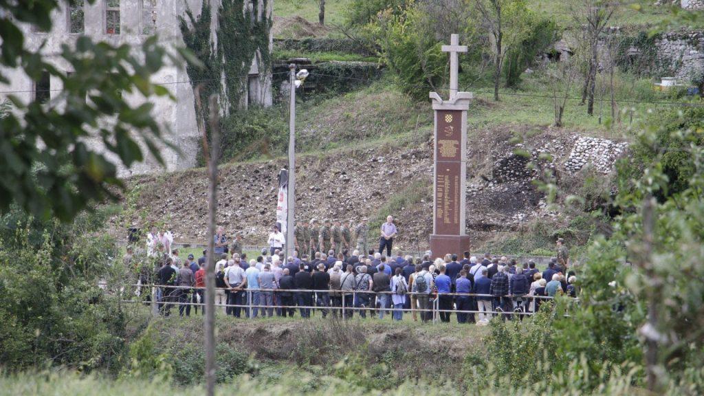 Commemoration for the victims of the massacre (Photo: BIRN/Denis Kapetanović)