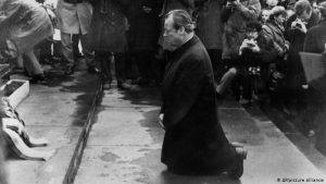 Dan kada je VilI Brant kleknuo u Varšavi